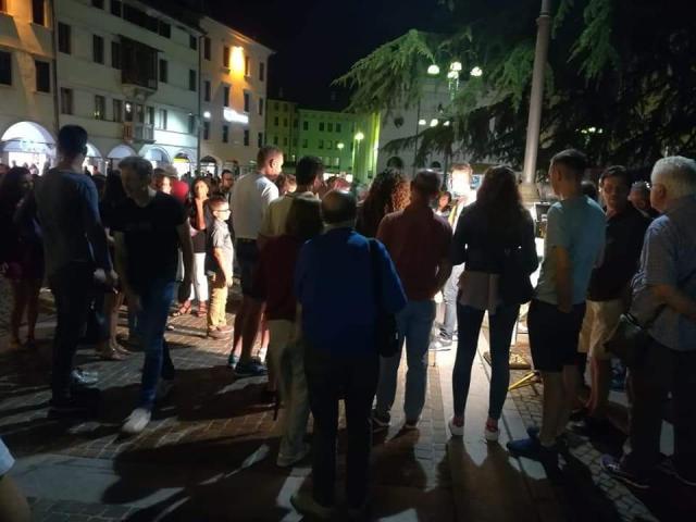 """Durante il mio laboratorio """"Matemagica in piazza"""" a Belluno (12 luglio 2018)"""